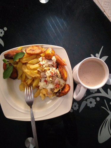 Lady Moves Boyfriend To Tears With Fried Plantain And Eggs (photo)