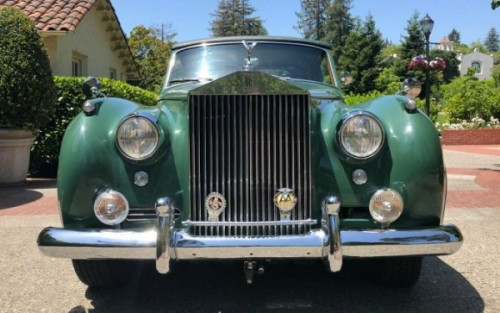 Elizabeth Taylor's 1961 Rolls-Royce Silver Cloud II Mulliner Just Sold For ₦189m