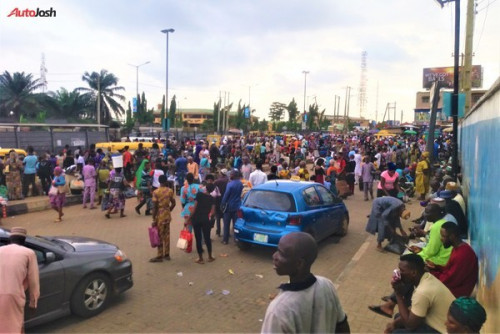 Despite The Introduction Of Over 800 Buses, This Still Happens In Lagos (PHOTOS)