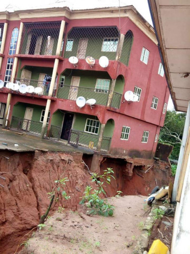 Erosion: Houses In Buzugbe Street In Delta Set To Collapse, Residents Cry Out
