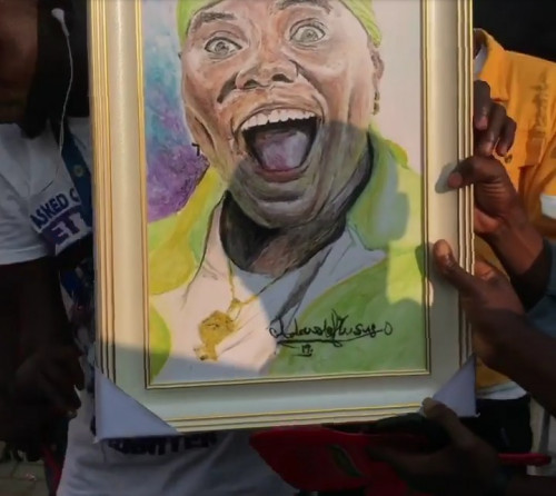 Teni Gets Artwork Gift From An Artist, As She Gets Emotional