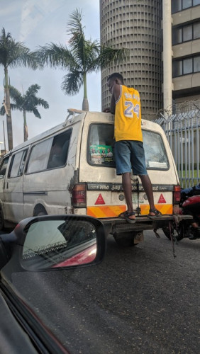 Man Dances Gbe Body On A Moving Bus In Lagos (Photos)