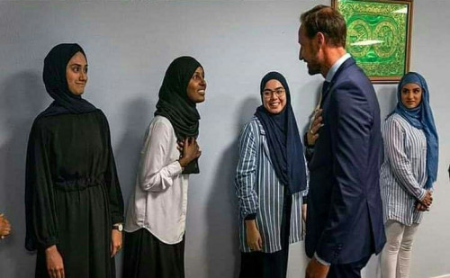 Prince Haakon: 3 Muslim Women Refused Handshake, Norwegian Mosque Apologizes
