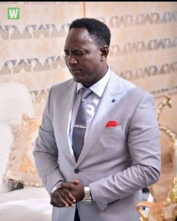 What A Prophet? Workers and Followers Of Billionaire Prophet Jeremiah Fufeyin Dazzled with Cash Gifts Again [Watch Video]